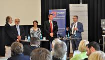 v. l. n. r.: Prof. Dr. Dr. Frank Peschanel, Dr. Herbert Hirschler, Marion Gottschalk, Rüdiger Muth und Manfred Köhler