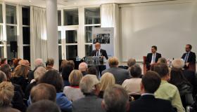 Dr. Herbert Hirschler bedankt sich bei den Gästen